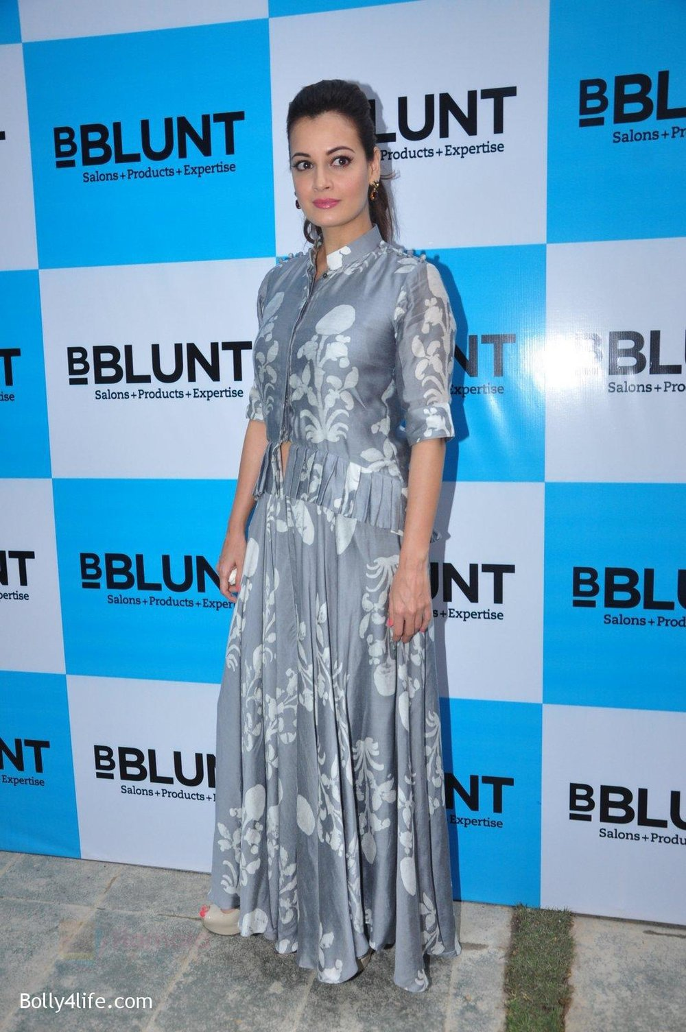 Dia-Mirza-launches-Bblunt-in-Malad-on-14th-Sept-2016-24_57da40b5f00aa.jpg