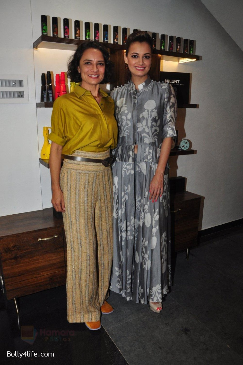 Dia-Mirza-Adhuna-Akhtar-launches-Bblunt-in-Malad-on-14th-Sept-2016-42.jpg