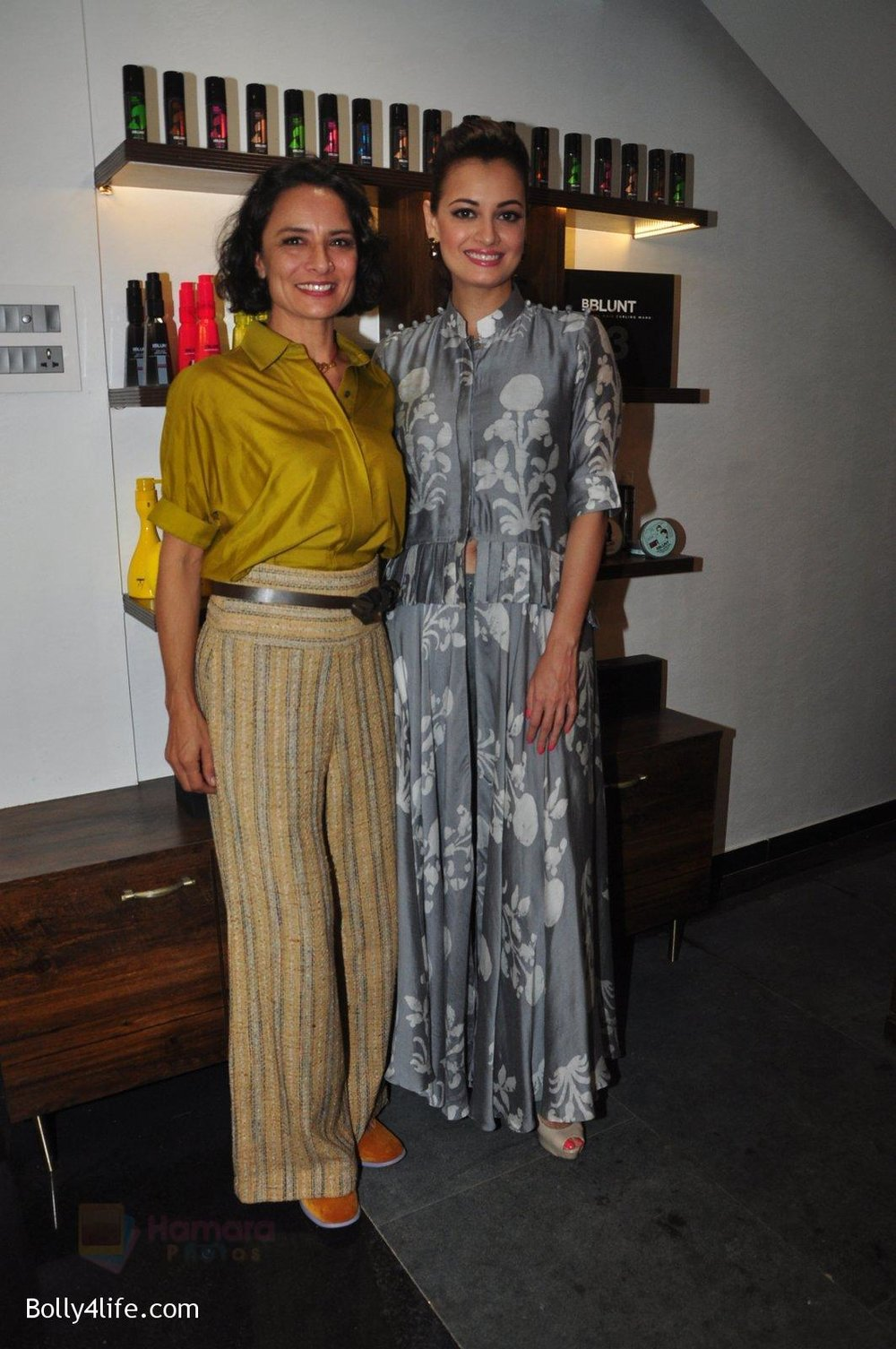 Dia-Mirza-Adhuna-Akhtar-launches-Bblunt-in-Malad-on-14th-Sept-2016-43.jpg