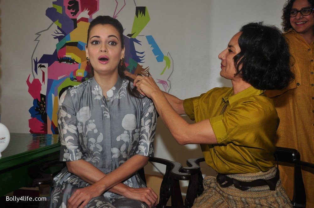 Dia-Mirza-Adhuna-Akhtar-launches-Bblunt-in-Malad-on-14th-Sept-2016-58.jpg