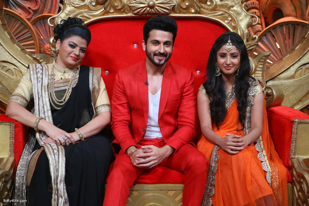 Prachee-Pathak-Dheeraj-Dhoopar-and-Sana-Amin-Sheikh-on-Comedy-Nights-Bachao.jpg