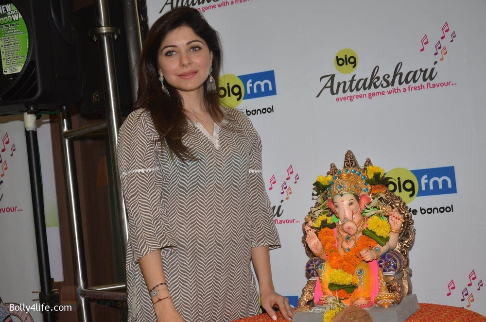 Kanika-Kapoor-at-Big-FM-on-14th-Sept-2016-1.jpg