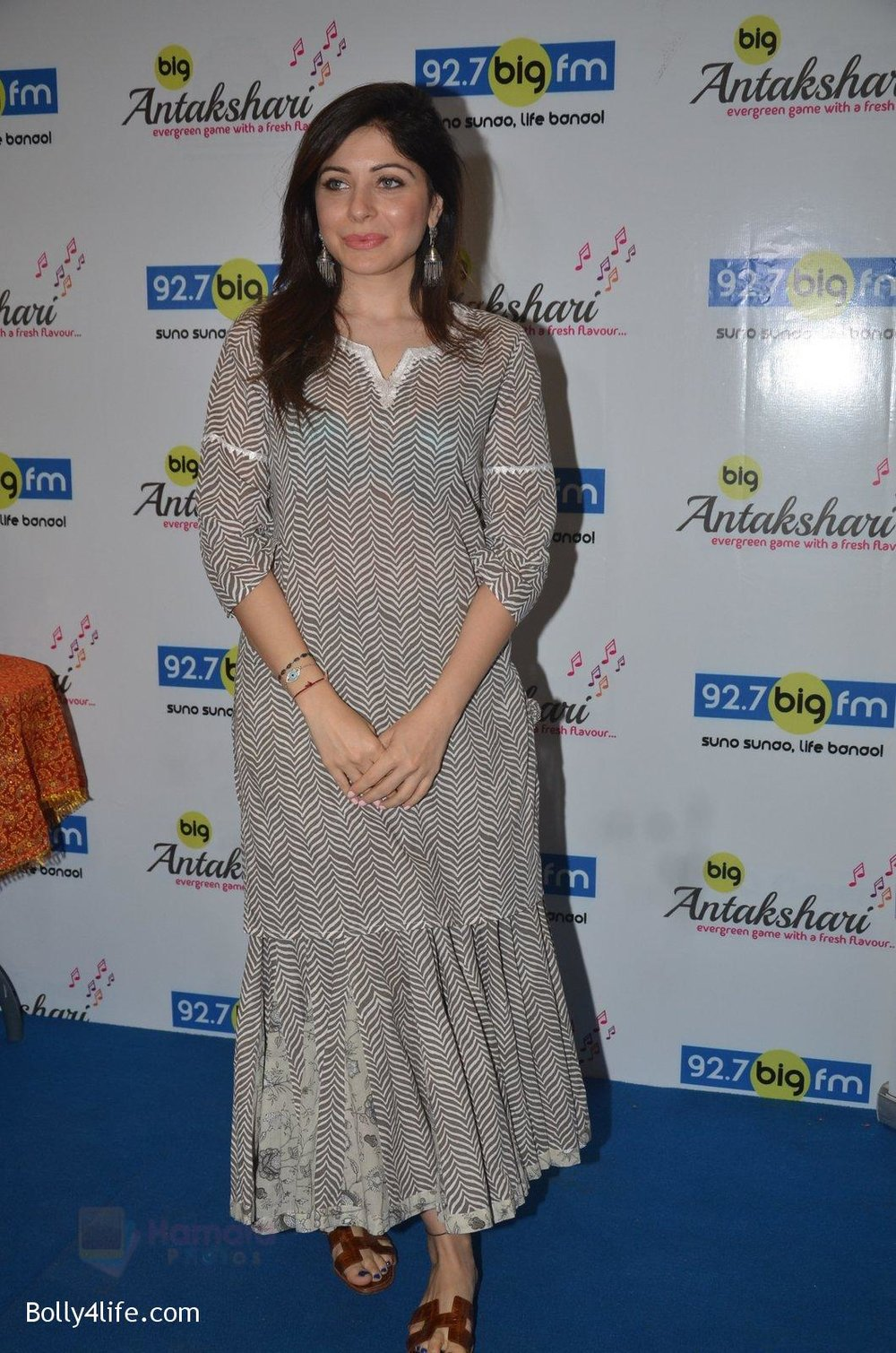 Kanika-Kapoor-at-Big-FM-on-14th-Sept-2016-2.jpg