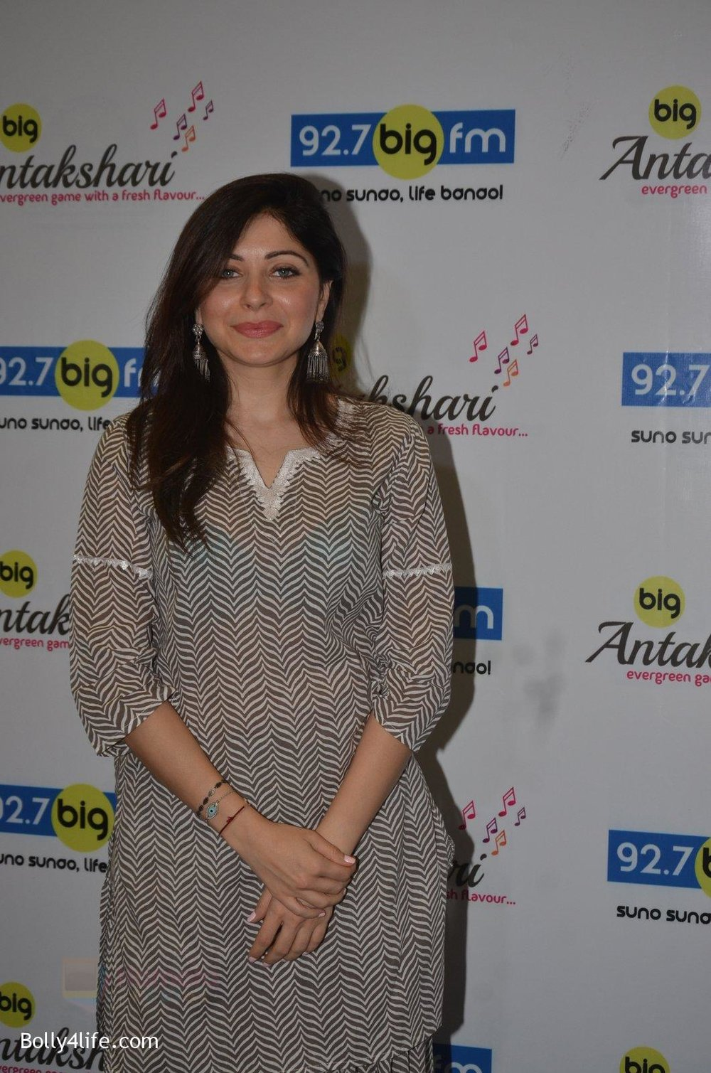 Kanika-Kapoor-at-Big-FM-on-14th-Sept-2016-11.jpg