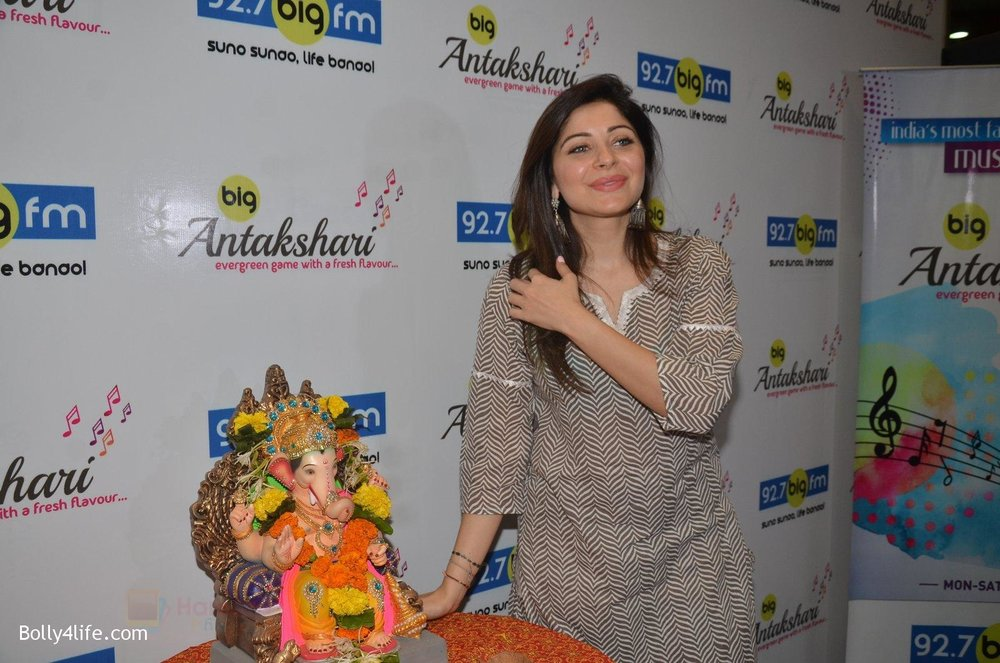 Kanika-Kapoor-at-Big-FM-on-14th-Sept-2016-15.jpg