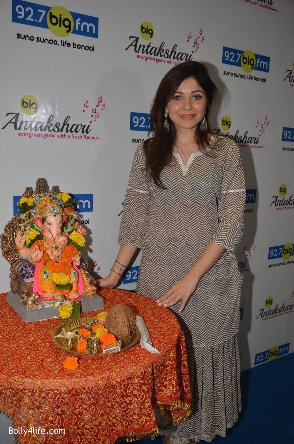 Kanika-Kapoor-at-Big-FM-on-14th-Sept-2016-17.jpg