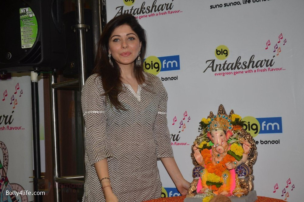 Kanika-Kapoor-at-Big-FM-on-14th-Sept-2016-19.jpg