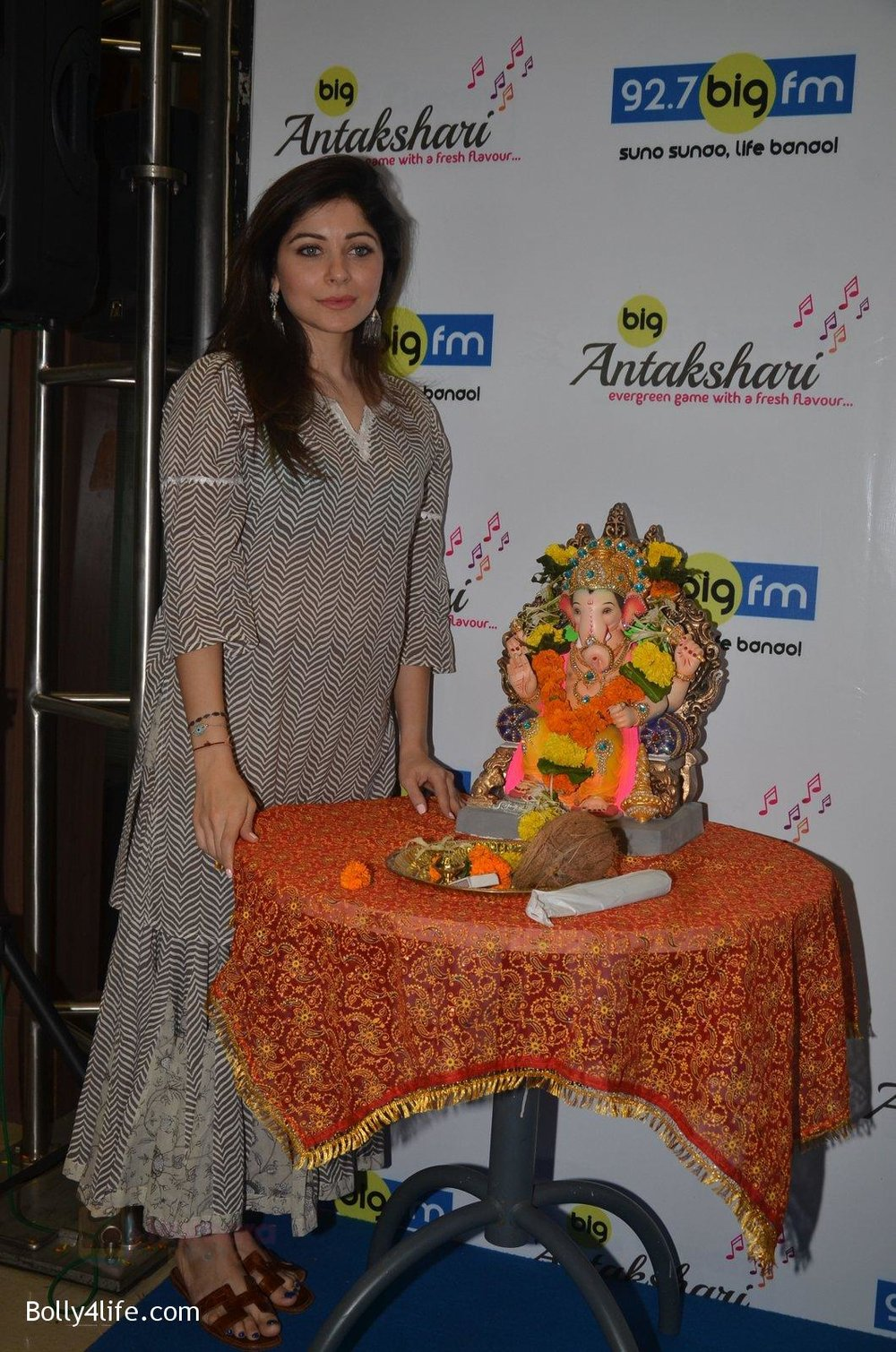 Kanika-Kapoor-at-Big-FM-on-14th-Sept-2016-21.jpg