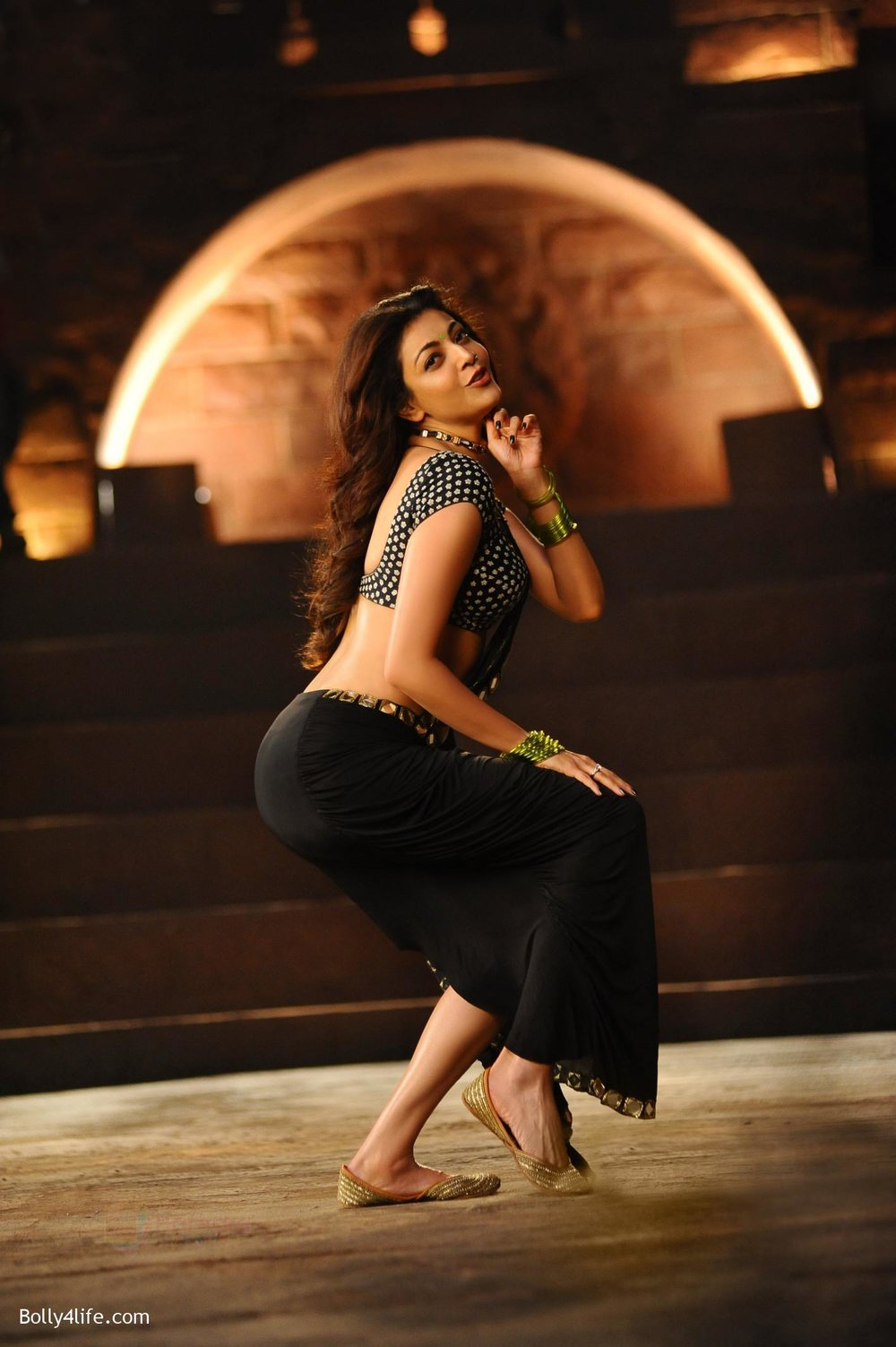 Kajal-Aggarwal-from-Pakka-Local-Song-in-Janatha-Garage-1.jpg