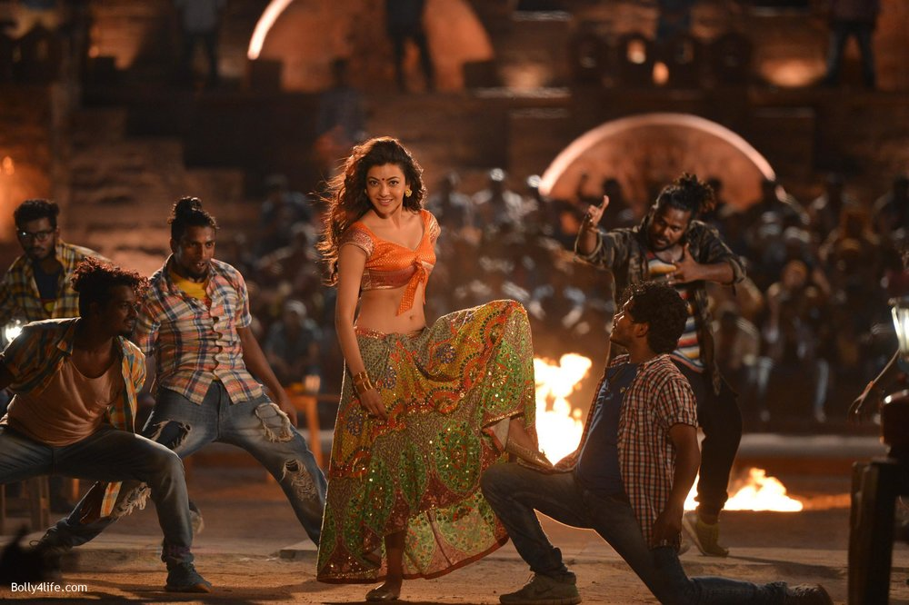 Kajal-Aggarwal-from-Pakka-Local-Song-in-Janatha-Garage-12.jpg