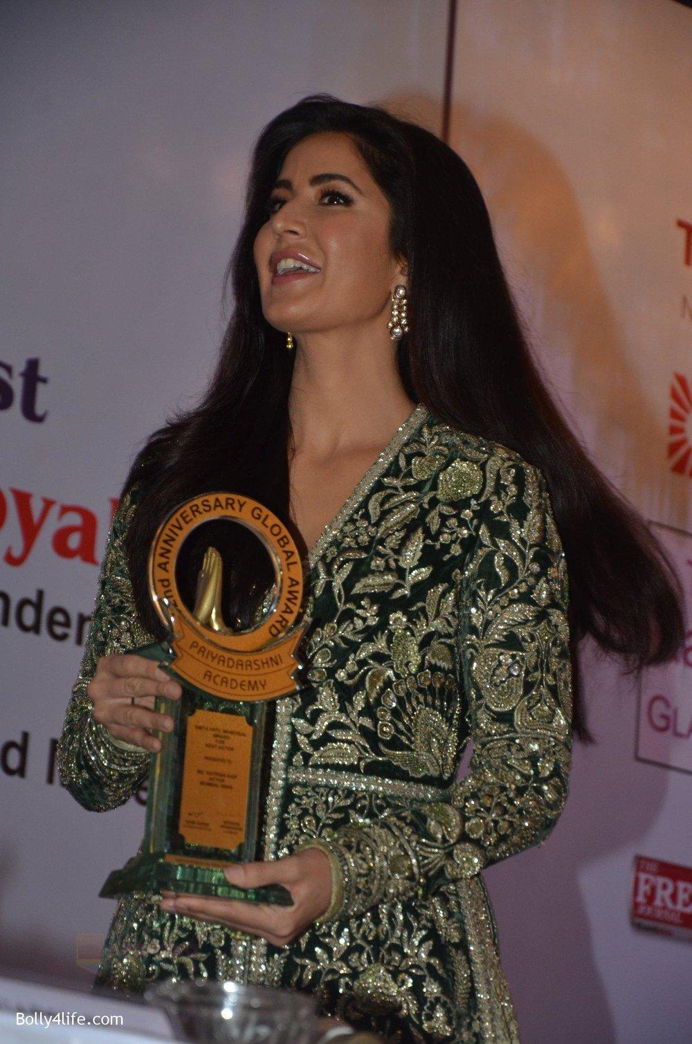 Katrina-Kaif-at-Priyadarshni-Award-on-19th-Set-2016-1.jpg