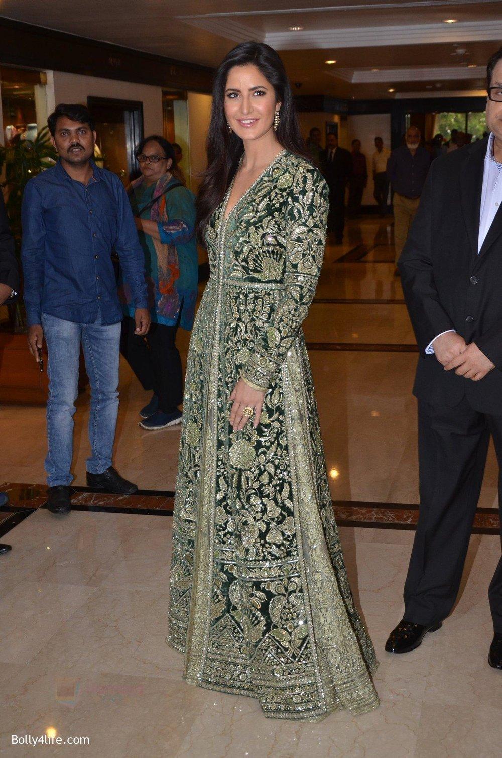 Katrina-Kaif-at-Priyadarshni-Award-on-19th-Set-2016-22.jpg