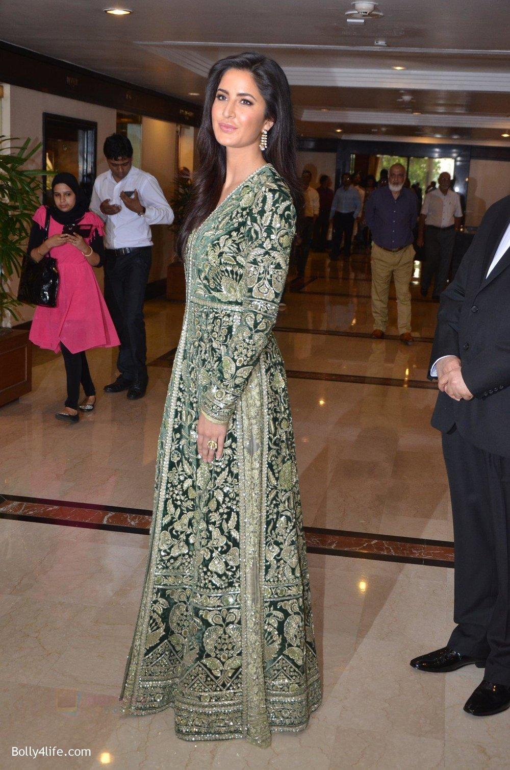 Katrina-Kaif-at-Priyadarshni-Award-on-19th-Set-2016-24.jpg