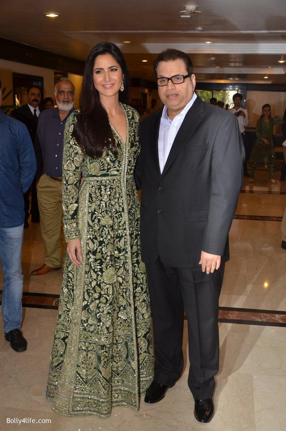 Katrina-Kaif-at-Priyadarshni-Award-on-19th-Set-2016-30.jpg