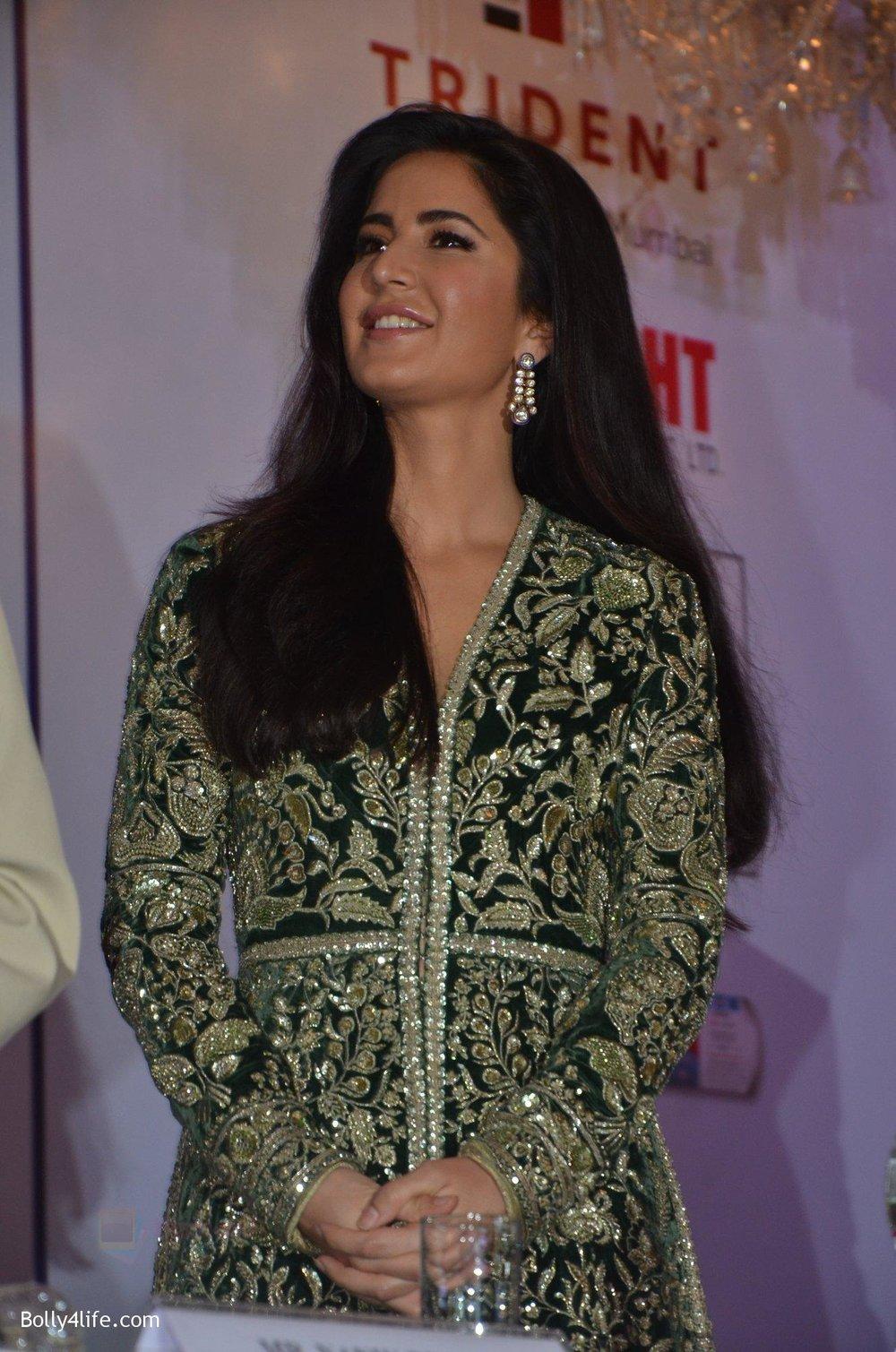 Katrina-Kaif-at-Priyadarshni-Award-on-19th-Set-2016-32.jpg