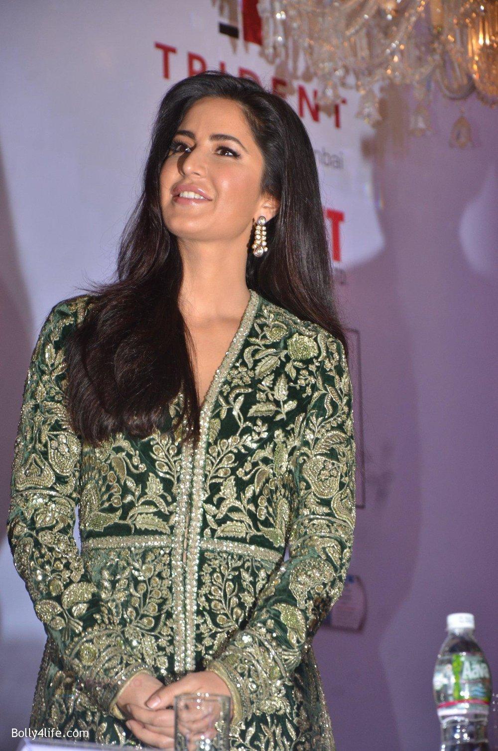 Katrina-Kaif-at-Priyadarshni-Award-on-19th-Set-2016-33.jpg