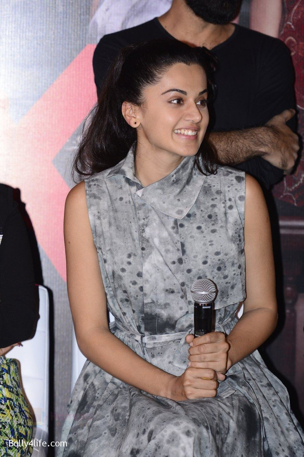 Taapsee-Pannu-at-Pink-success-meet-on-19th-Sept-2016-97.jpg