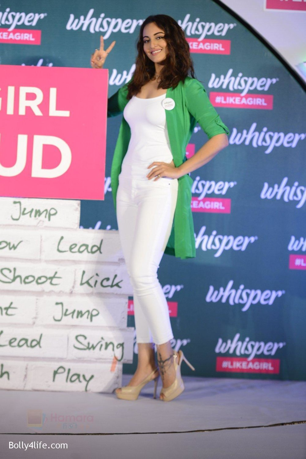 Sonakshi-Sinha-at-Whisper-new-campaign-launch-on-20th-Sept-2016-101.jpg