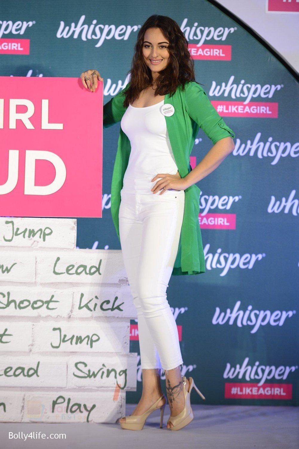 Sonakshi-Sinha-at-Whisper-new-campaign-launch-on-20th-Sept-2016-113.jpg