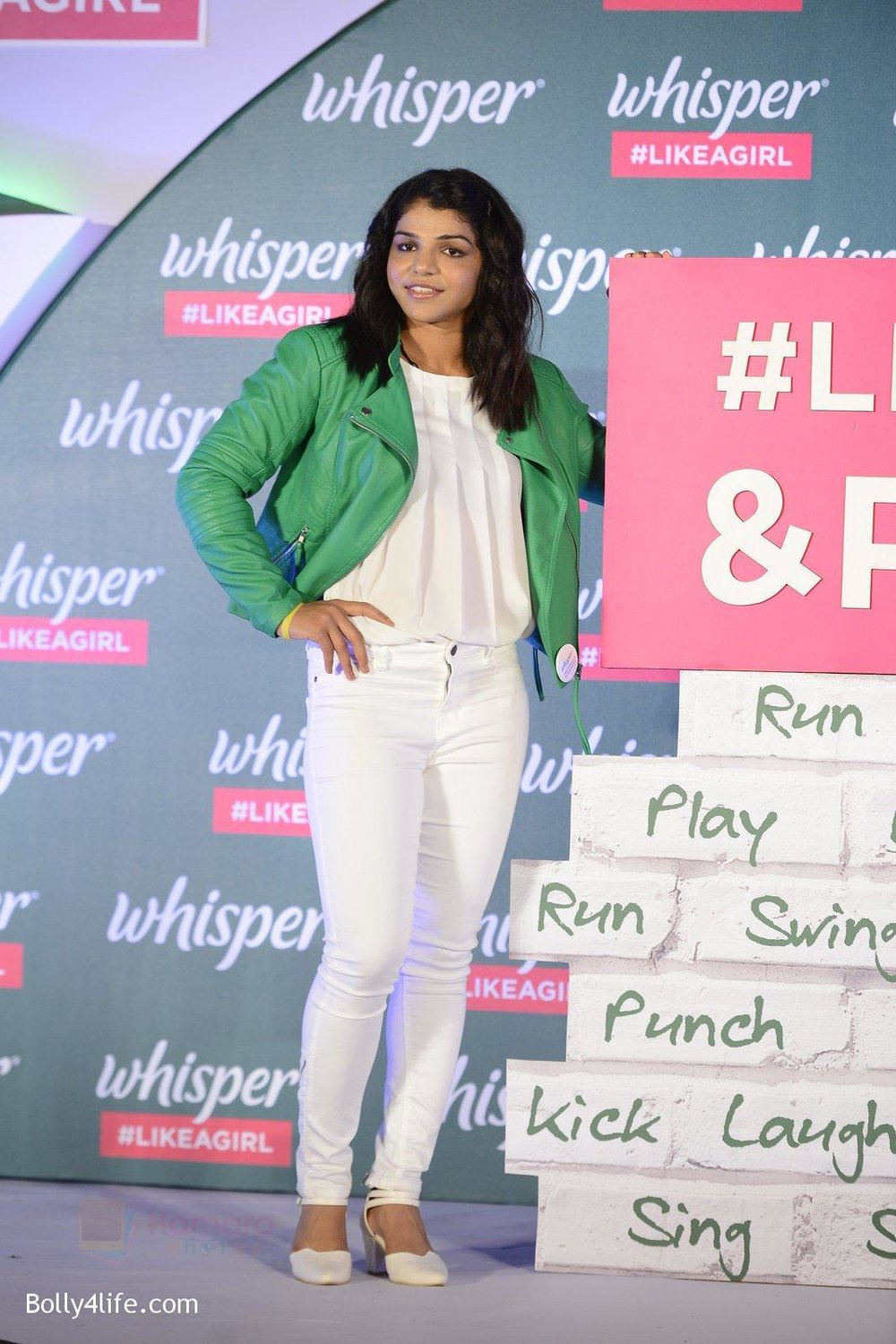 Sonakshi-Sinha-at-Whisper-new-campaign-launch-on-20th-Sept-2016-114.jpg