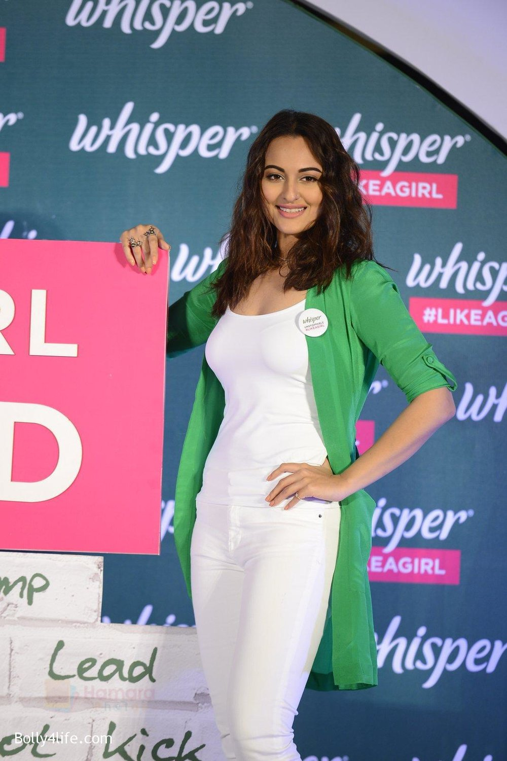 Sonakshi-Sinha-at-Whisper-new-campaign-launch-on-20th-Sept-2016-115.jpg
