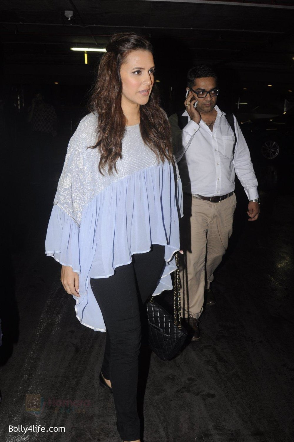 Neha-Dhupia-snapped-at-airport-on-20th-Sept-2016-34.jpg