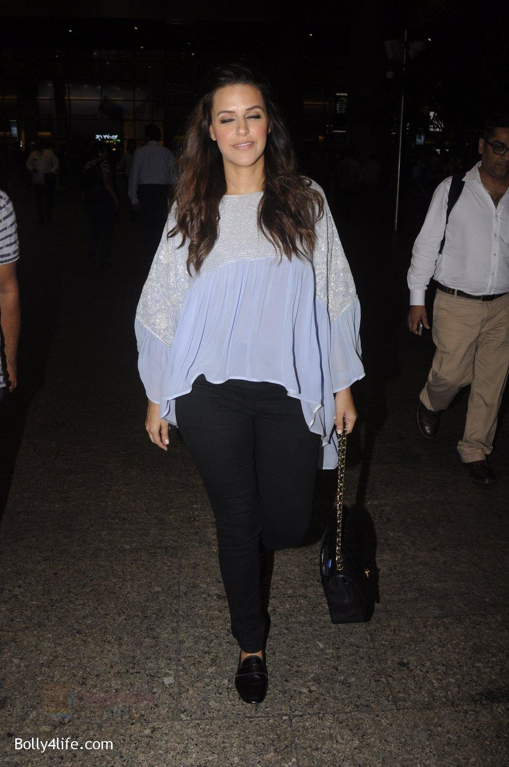 Neha-Dhupia-snapped-at-airport-on-20th-Sept-2016-36.jpg