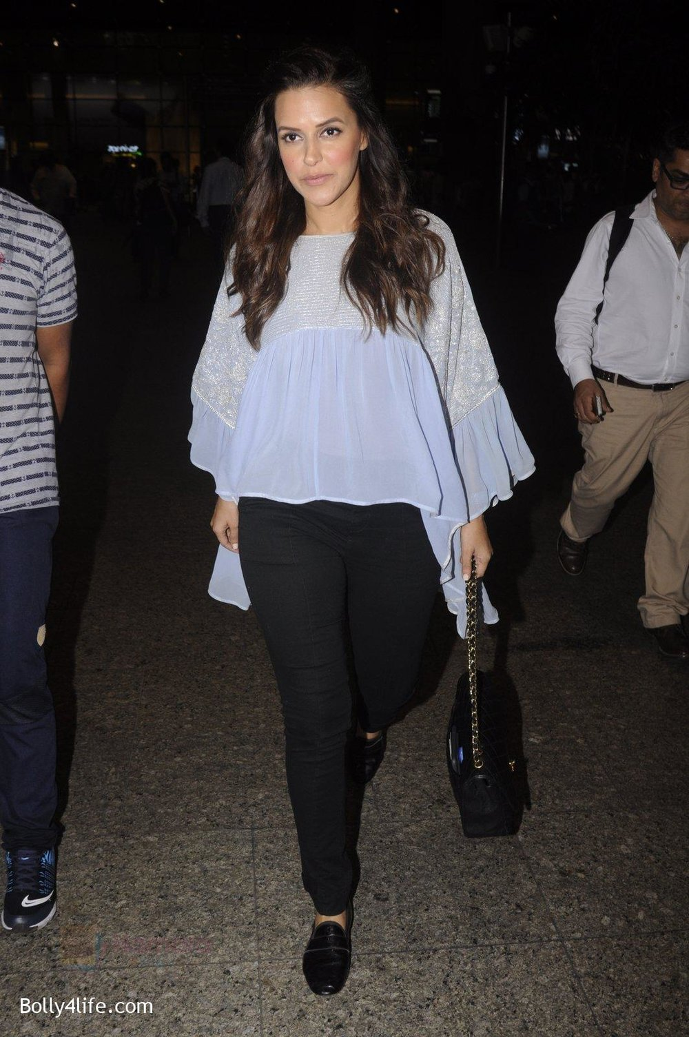 Neha-Dhupia-snapped-at-airport-on-20th-Sept-2016-39.jpg