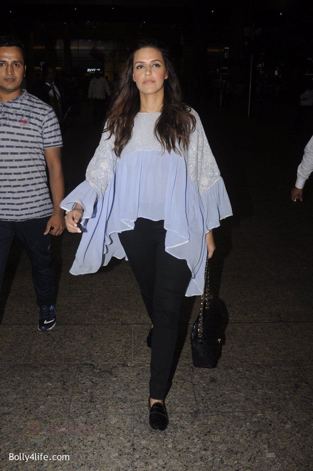 Neha-Dhupia-snapped-at-airport-on-20th-Sept-2016-41.jpg