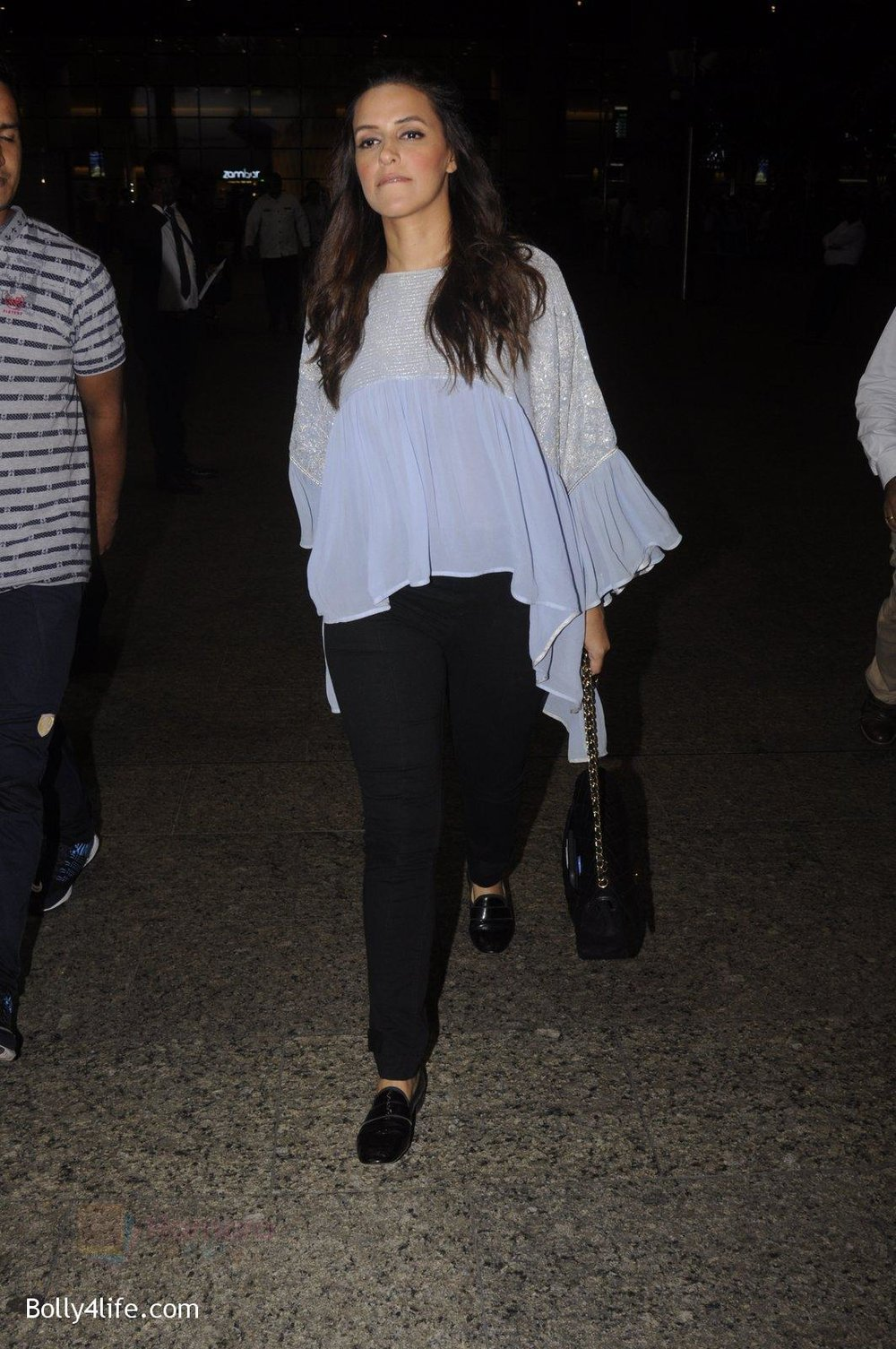 Neha-Dhupia-snapped-at-airport-on-20th-Sept-2016-43.jpg