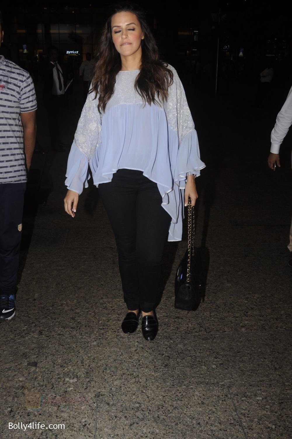 Neha-Dhupia-snapped-at-airport-on-20th-Sept-2016-44.jpg