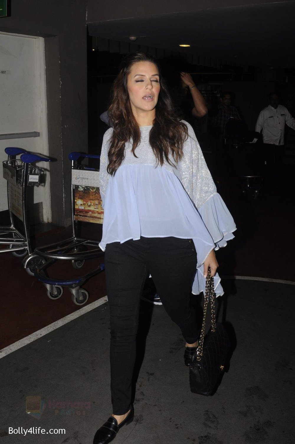 Neha-Dhupia-snapped-at-airport-on-20th-Sept-2016-49.jpg