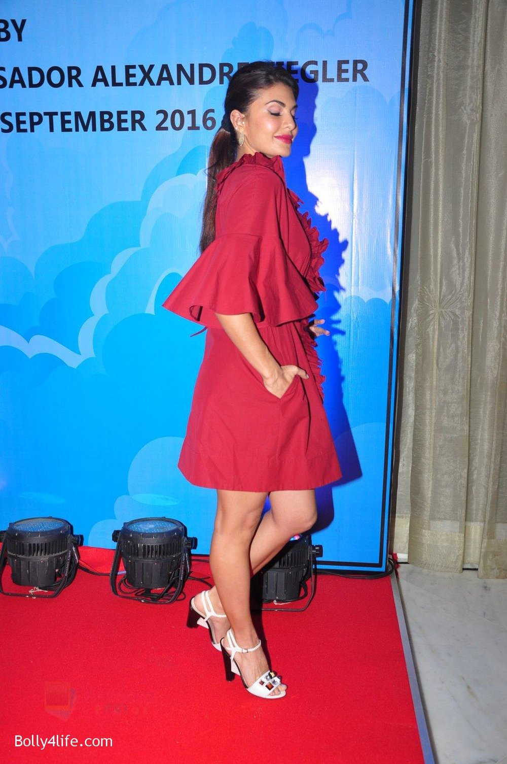 Jacqueline-Fernandez-at-the-launch-of-Sajid-Nadiadwala_s-france-honours-on-20th-Sept-2016-61.jpg