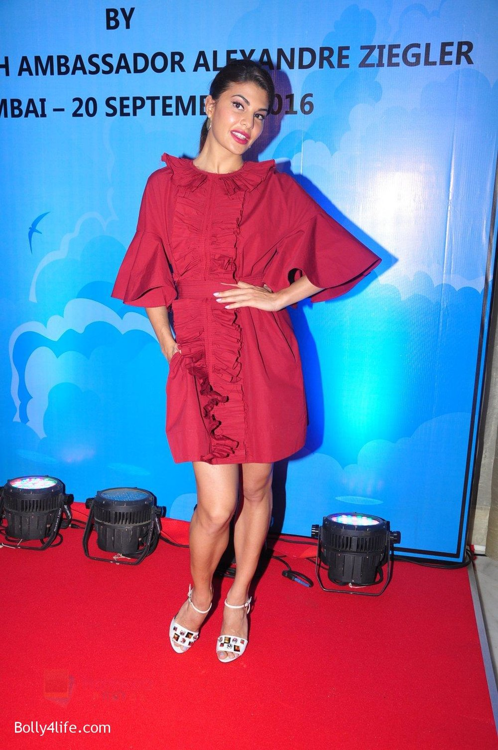 Jacqueline-Fernandez-at-the-launch-of-Sajid-Nadiadwala_s-france-honours-on-20th-Sept-2016-62.jpg