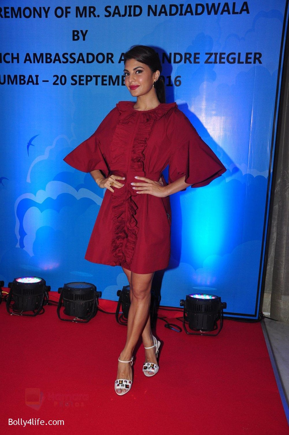 Jacqueline-Fernandez-at-the-launch-of-Sajid-Nadiadwala_s-france-honours-on-20th-Sept-2016-112.jpg