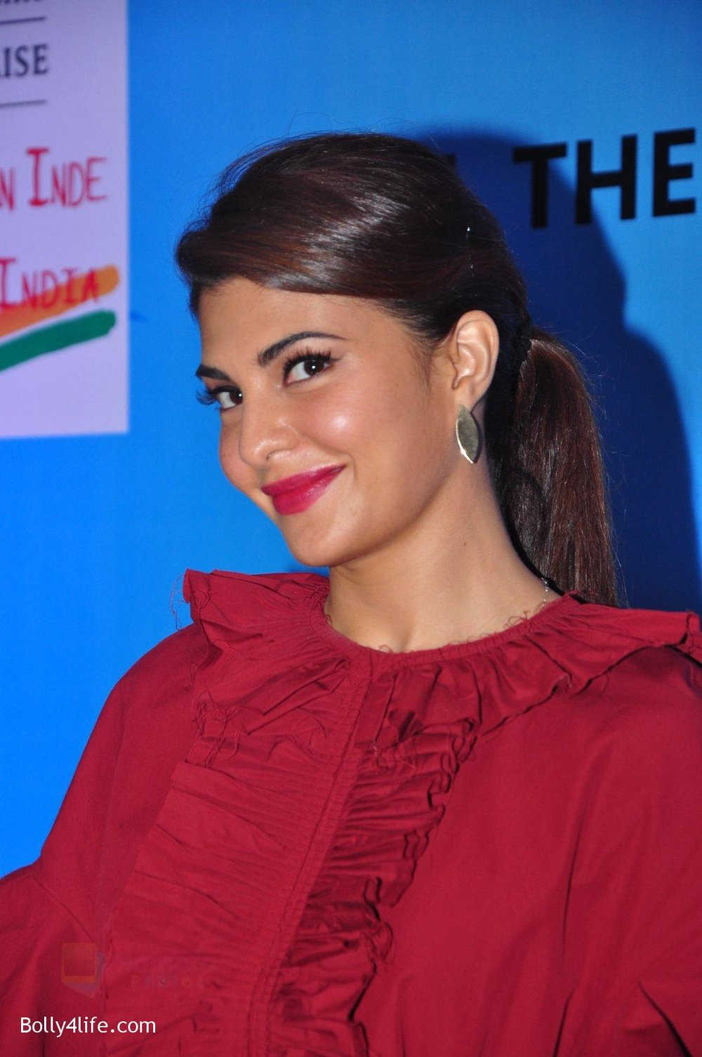 Jacqueline-Fernandez-at-the-launch-of-Sajid-Nadiadwala_s-france-honours-on-20th-Sept-2016-119.jpg