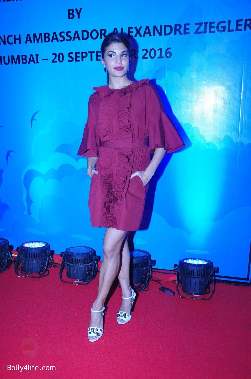 Jacqueline-Fernandez-at-the-launch-of-Sajid-Nadiadwala_s-france-honours-on-20th-Sept-2016-123.jpg