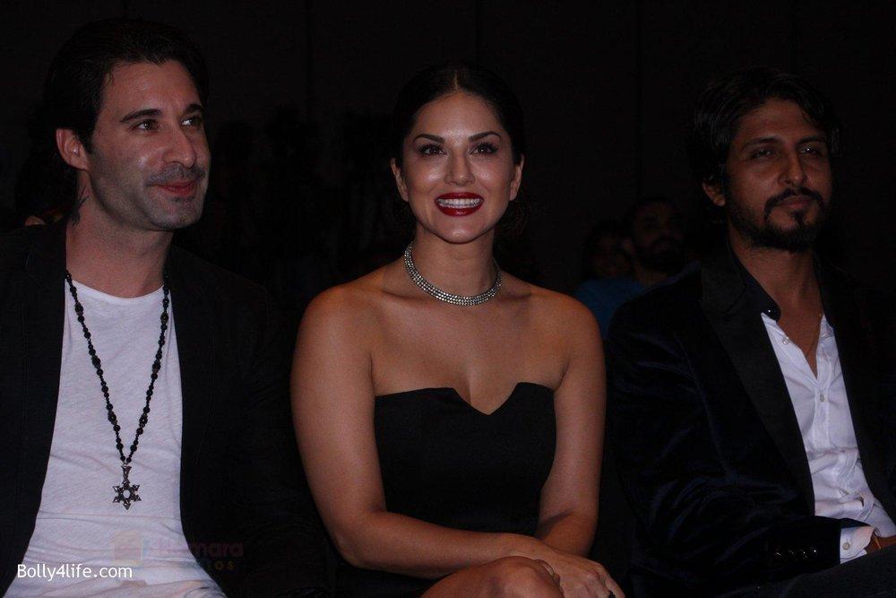 Sunny-Leone-at-the-launch-of-film-Fuddu-song-Tu-Zaroorat-Nahi-Tu-Zaroori-Hai-on-20th-Sept-2016-34.jpg