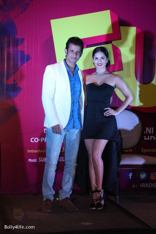Sunny-Leone-Sharman-Joshi-at-the-launch-of-film-Fuddu-song-Tu-Zaroorat-Nahi-Tu-Zaroori-Hai-on-20th-Sept-2016-86.jpg