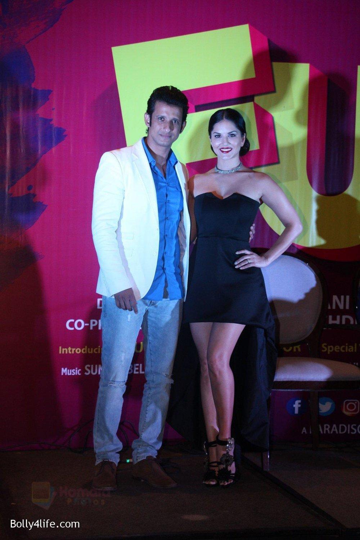 Sunny-Leone-Sharman-Joshi-at-the-launch-of-film-Fuddu-song-Tu-Zaroorat-Nahi-Tu-Zaroori-Hai-on-20th-Sept-2016-87.jpg