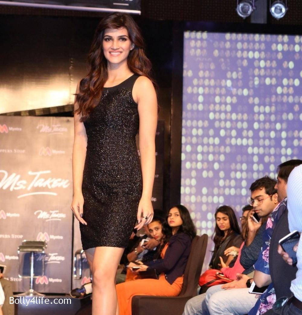 Kriti-Sanon-Stills-At-USPL-Fashion-Show-2016-3.jpg