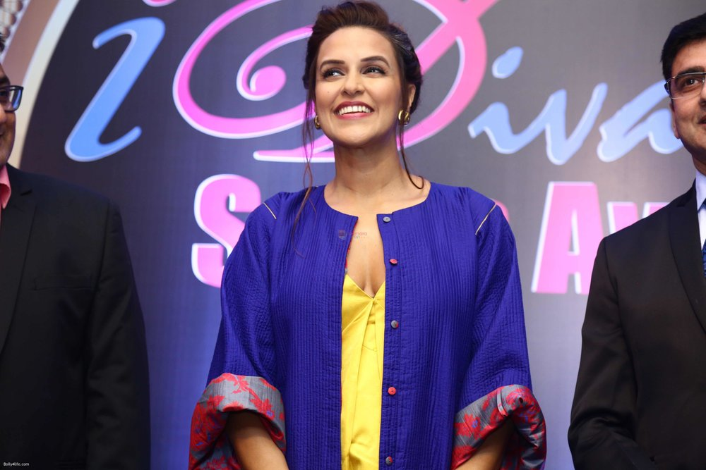 Neha-Dhupia-during-the-I-Diva-Salon-Awards-on-22nd-Sept-2016-3.jpg