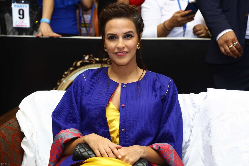 Neha-Dhupia-during-the-I-Diva-Salon-Awards-on-22nd-Sept-2016-10.jpg