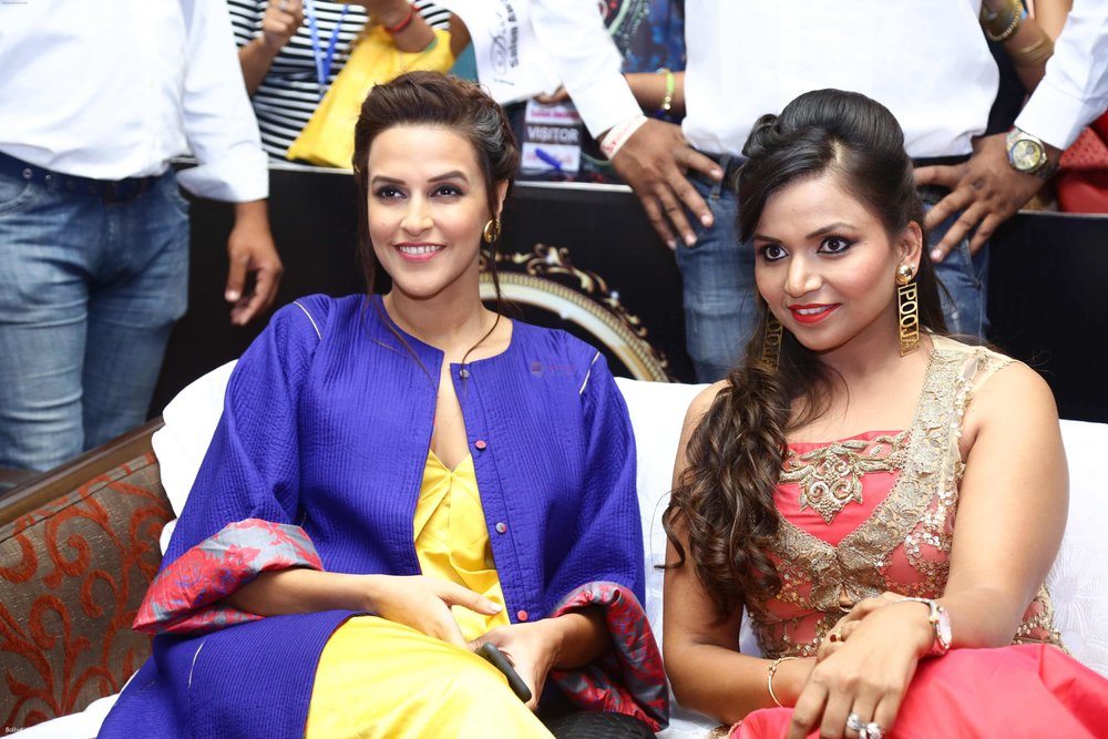 Neha-Dhupia-during-the-I-Diva-Salon-Awards-on-22nd-Sept-2016-15.jpg