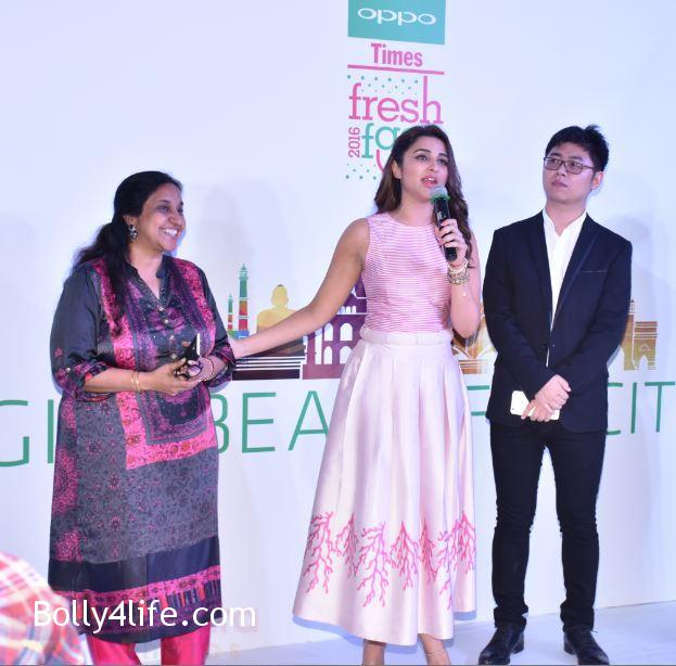 Parineeti-Chopra-snapped-at-oppo-event-1.jpg