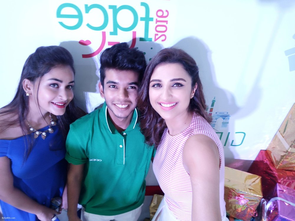 Parineeti-Chopra-snapped-at-oppo-event-2.jpg