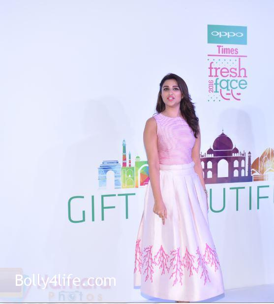 Parineeti-Chopra-snapped-at-oppo-event-11.jpg