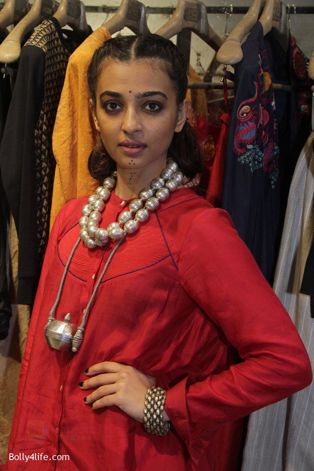 Radhika-Apte-unveil-Festive-Edit-of-new-Luxury-Pret-label-AMOH-by-Designers-Monica-Karishma-of-JADE-on-26th-Sept-2016-1.jpg