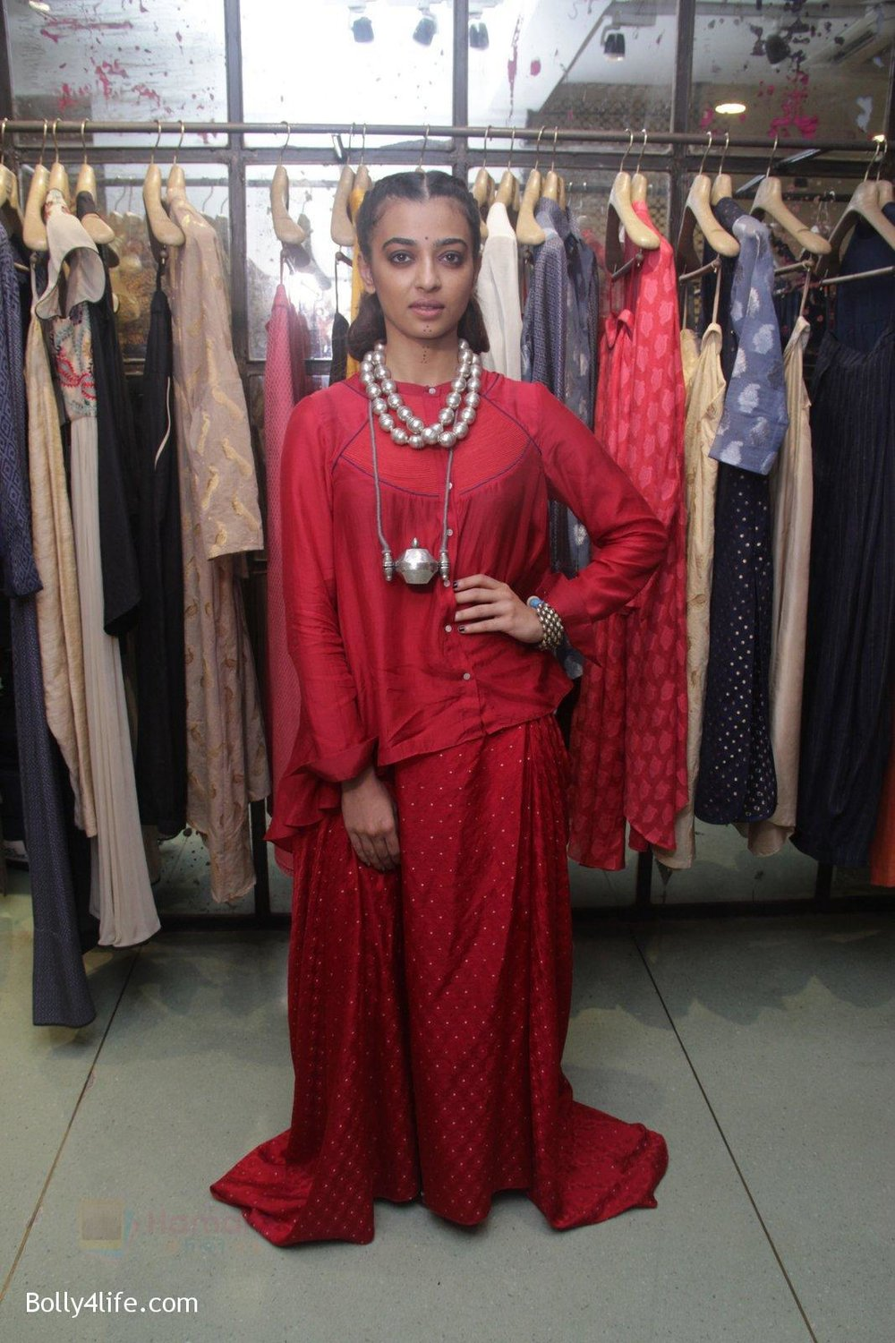 Radhika-Apte-unveil-Festive-Edit-of-new-Luxury-Pret-label-AMOH-by-Designers-Monica-Karishma-of-JADE-on-26th-Sept-2016-14.jpg