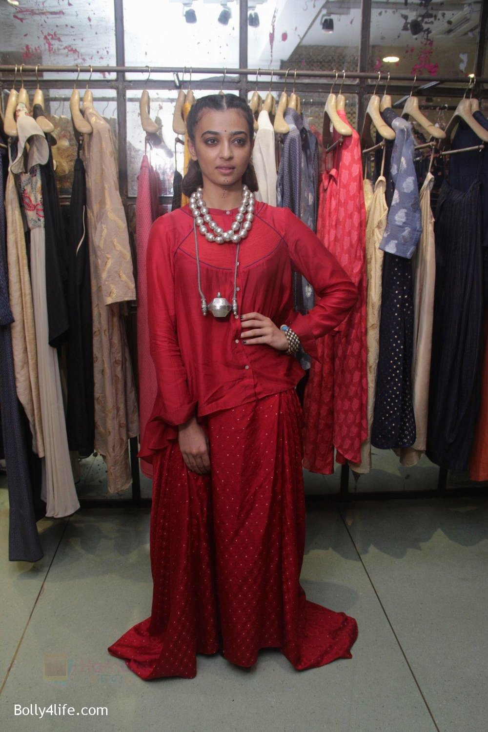 Radhika-Apte-unveil-Festive-Edit-of-new-Luxury-Pret-label-AMOH-by-Designers-Monica-Karishma-of-JADE-on-26th-Sept-2016-17.jpg